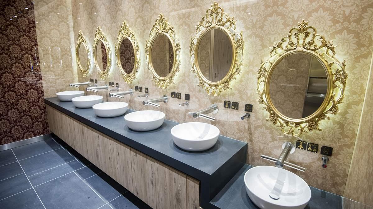 Туалет в королевском стиле