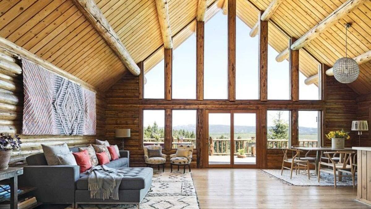 Стены из дерева и бумаги: как выглядит романтический дом в лесу для пары известных американцев