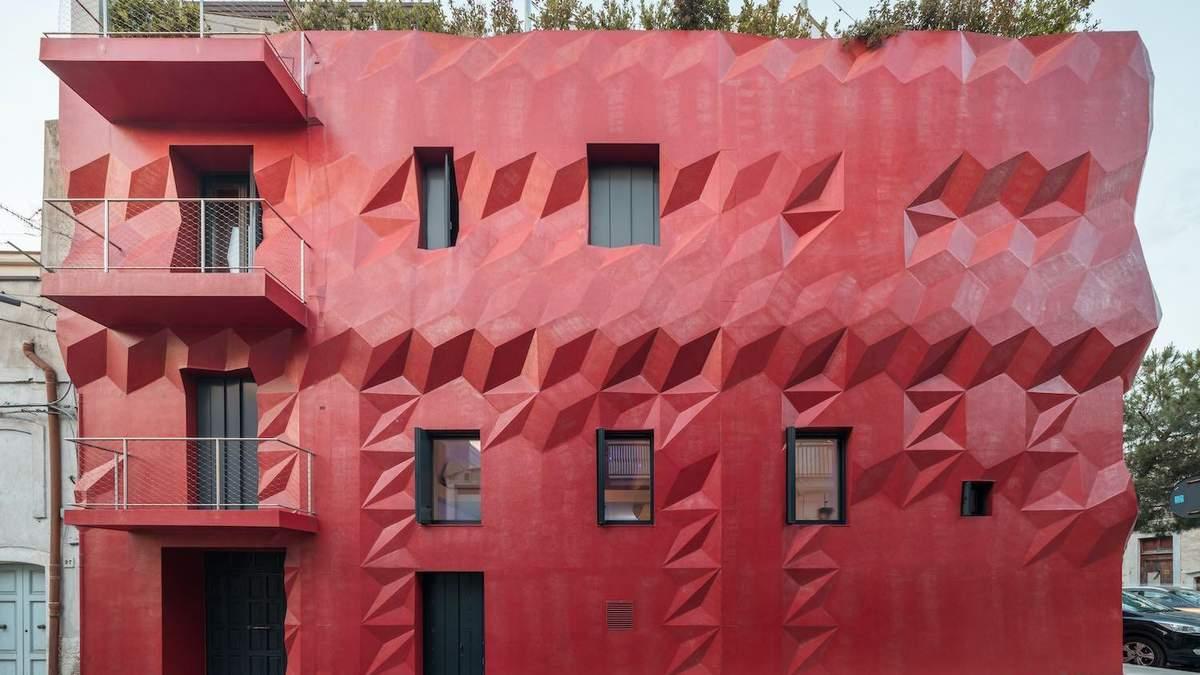 Красный дом для художников: фото современной резиденции в Италии