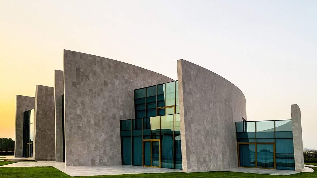 Водопад вместо дверей: в ОАЭ построили роскошную виллу на искусственном острове – фото