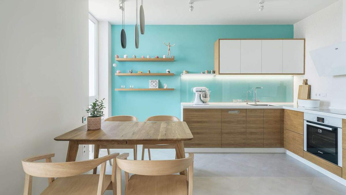Похожа на синий город в Марокко: как выглядит квартира-студия в Киеве – фото интерьера
