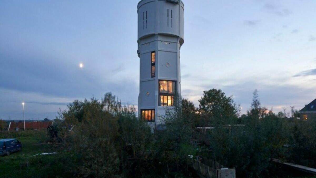 В водонапорной башне сделали стильное жилье: сколько это стоит