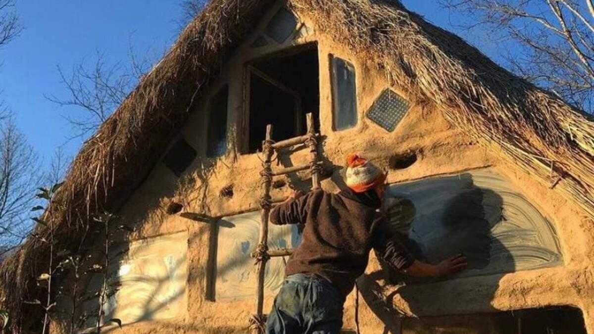 Эко-хата: парень собственноручно строит стильный дом на Закарпатье