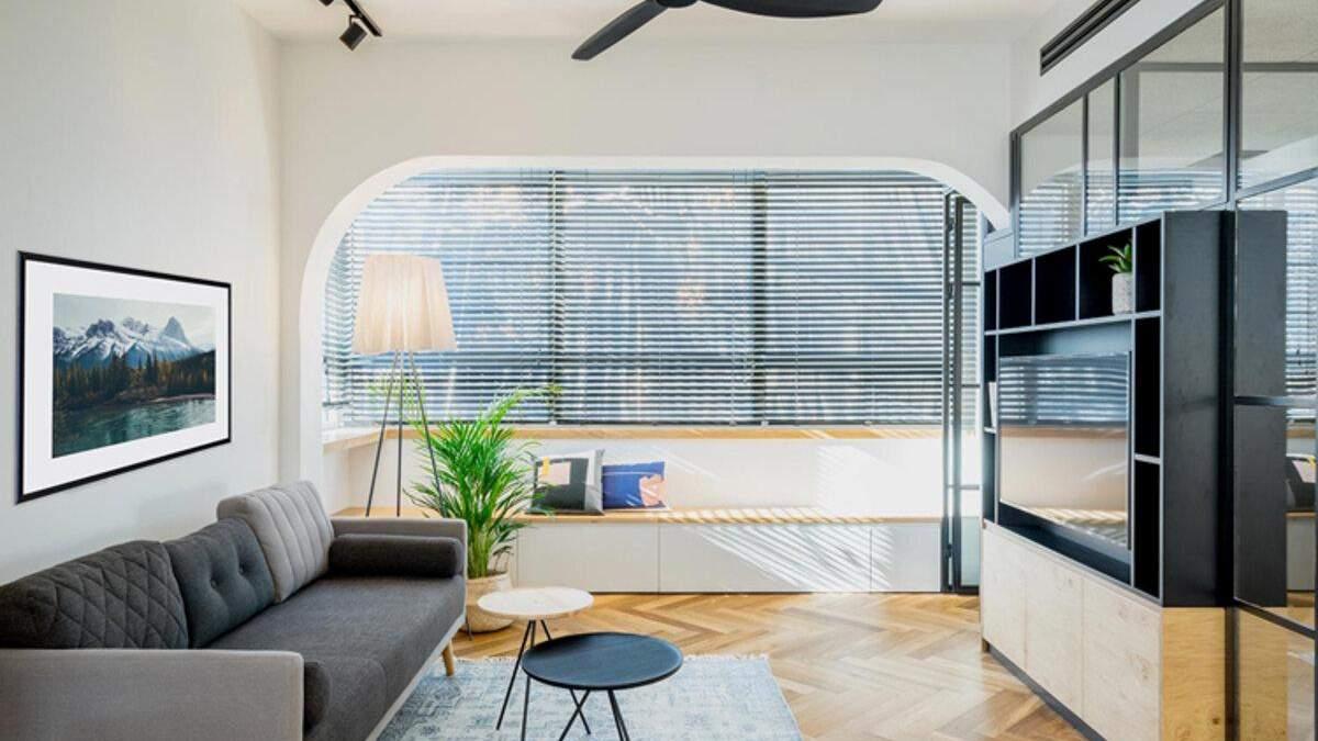 Кругла кухня і скляні перегородки: як виглядає інтер'єр маленької квартири у Тель-Авіві