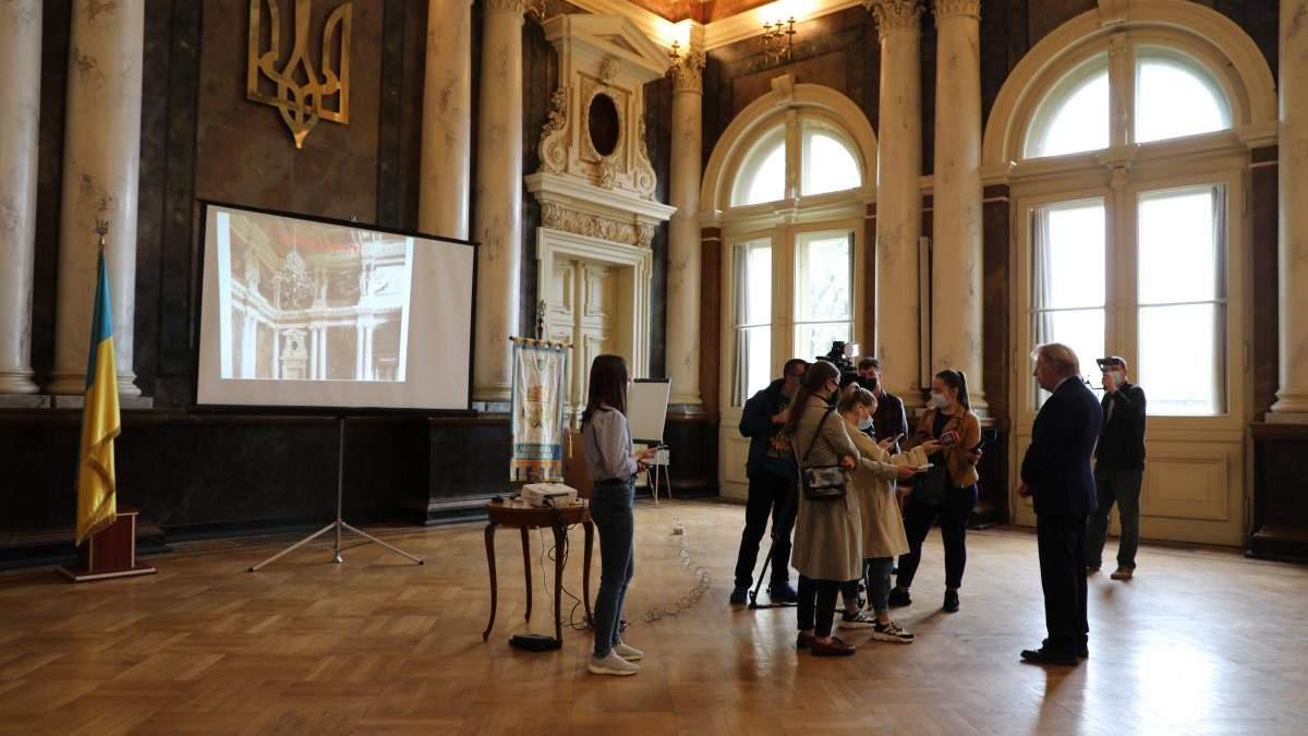 У Львівській Політехніці відреставрували підлогу в 2 старовинних залах