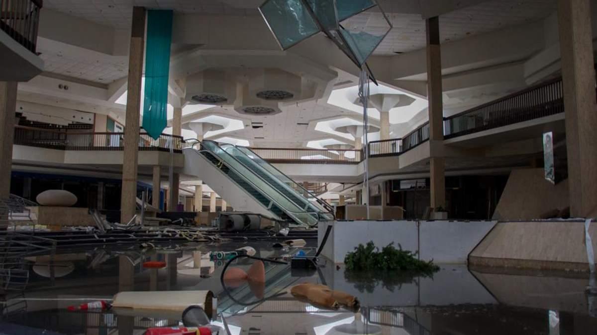 Моторошні інтер'єри: фотограф знімає занедбані торгові центри США