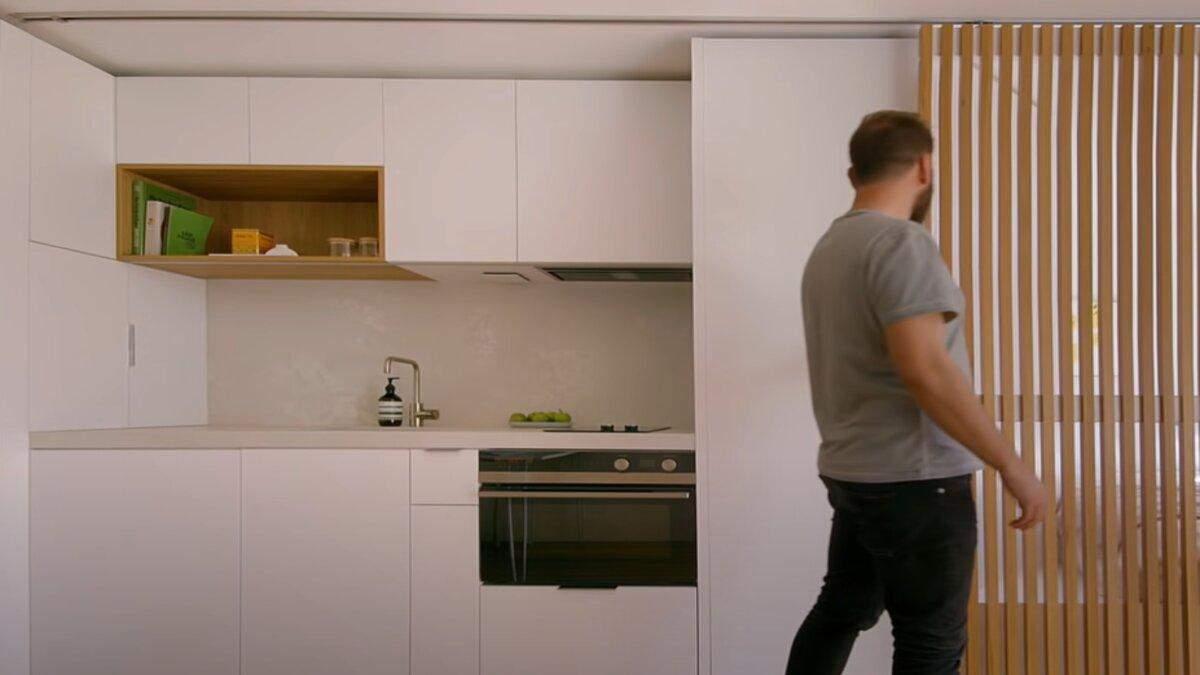 Компактна і зручна: як виглядає квартира площею 24 метри – відео