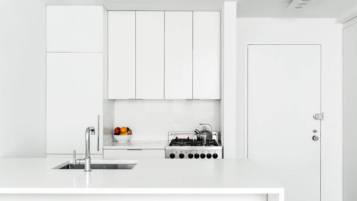 Ідеальний білий: як виглядає монохромний інтер'єр у квартирі-студії – фото