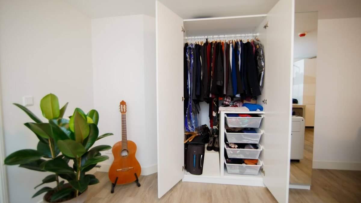 Місткий гардероб в маленькій спальні: ідеї для підтримання порядку