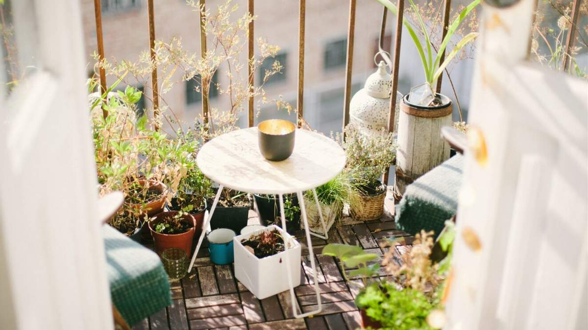 Як облаштувати балкон для відпочинку й роботи: 8 практичних ідей