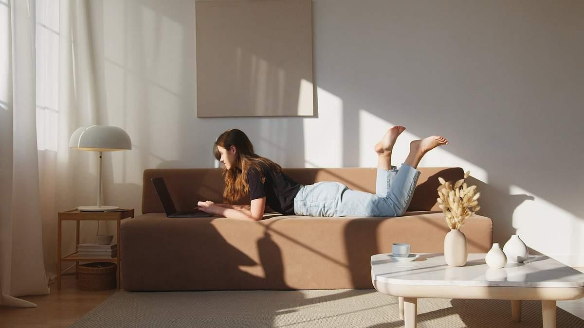 Дизайнеры назвали 5 незаменимых вещей для создания идеальной гостиной - Дизайн 24