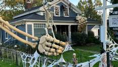 Чоловік створив гігантський скелет, здивувавши сусідів та соцмережі: фото дивовижі