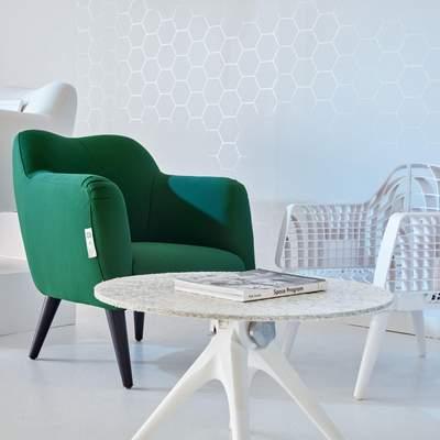 В Британии создали мебель из пластиковых стаканчиков Starbucks