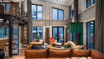 Мистецтво у стилі лофт: як виглядає будинок дизайнерів під Києвом – фото