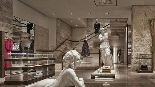 Дизайнер оздобив бутик Dolce & Gabbana в стилі оперного театру: незвичне рішення