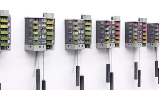 Путешествие во времени и пространстве: художник делает милые часы в виде панельных домов