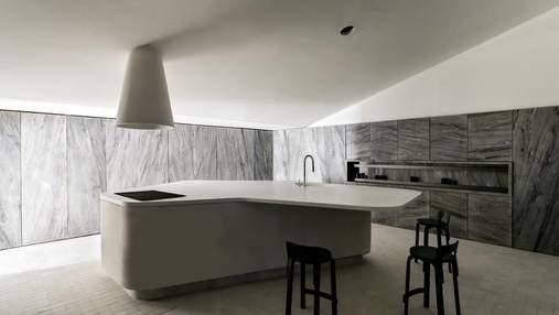 Королівство сірого: дизайнери розробили інтер'єр кухні з цілковитого мармуру – фото