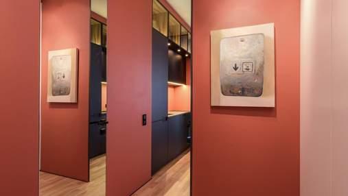 Коралловый цвет и мебель из Дании: фото оригинального интерьера квартиры в Киеве