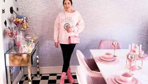 Пара превратила свое жилье в домик Барби: все в розовом цвете – фото