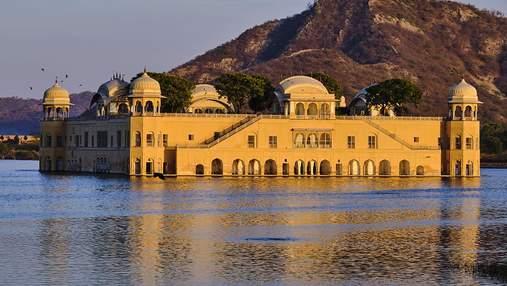 Затопили, чтобы спасти людей: невероятный дворец Джал-Махал в Индии, спрятанный под водой