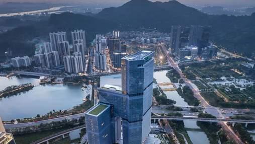 Помпезна будівля: у Китаї завершується будівництво неймовірної вежі