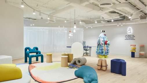 Игрушки, абстракции и яркие цвета: как выглядит творческий офис в Абу-Даби – фото