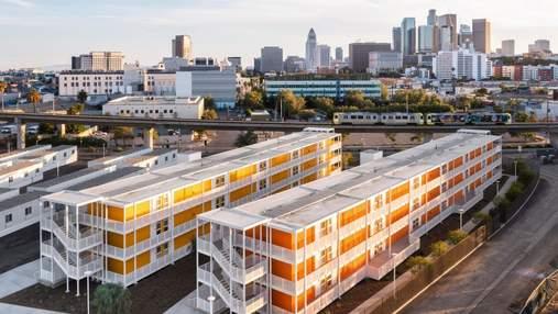 Триповерхові будинки зі старих транспортних контейнерів: як виглядає незвичний ЖК