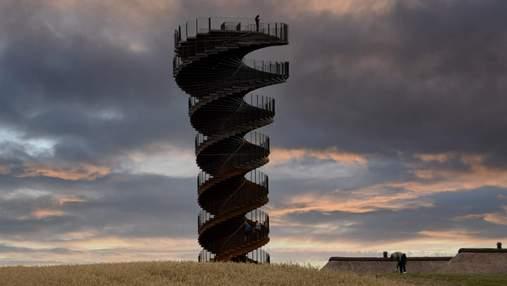25 метров и 300 тонн стали: архитектурная студия BIG показала первые фото обзорной башни в Дании