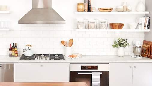 Как оформить открытые полки в кухне: 10 красивых идей