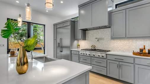 Как совместить кухонный фартук и фасады шкафов: 10 стильных вариантов