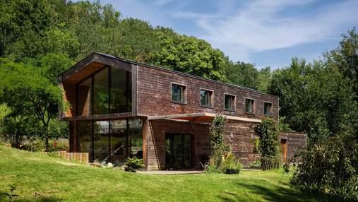 Фантастика во французском лесу: как выглядит деревянный приют для спокойной жизни