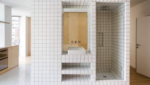 Дивовижне планування: як виглядає сучасна квартира з душовою кабіною посеред кухні