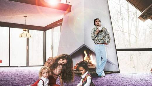 Безумное ретро и фиолетовый ковер: пара приобрела дом, фото которого взорвали сеть